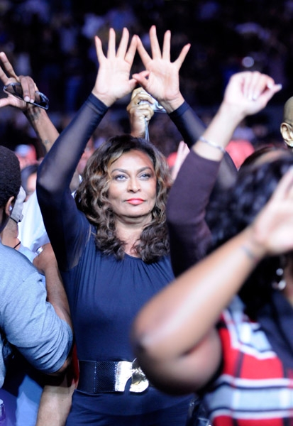 tina-knowles-roc sign