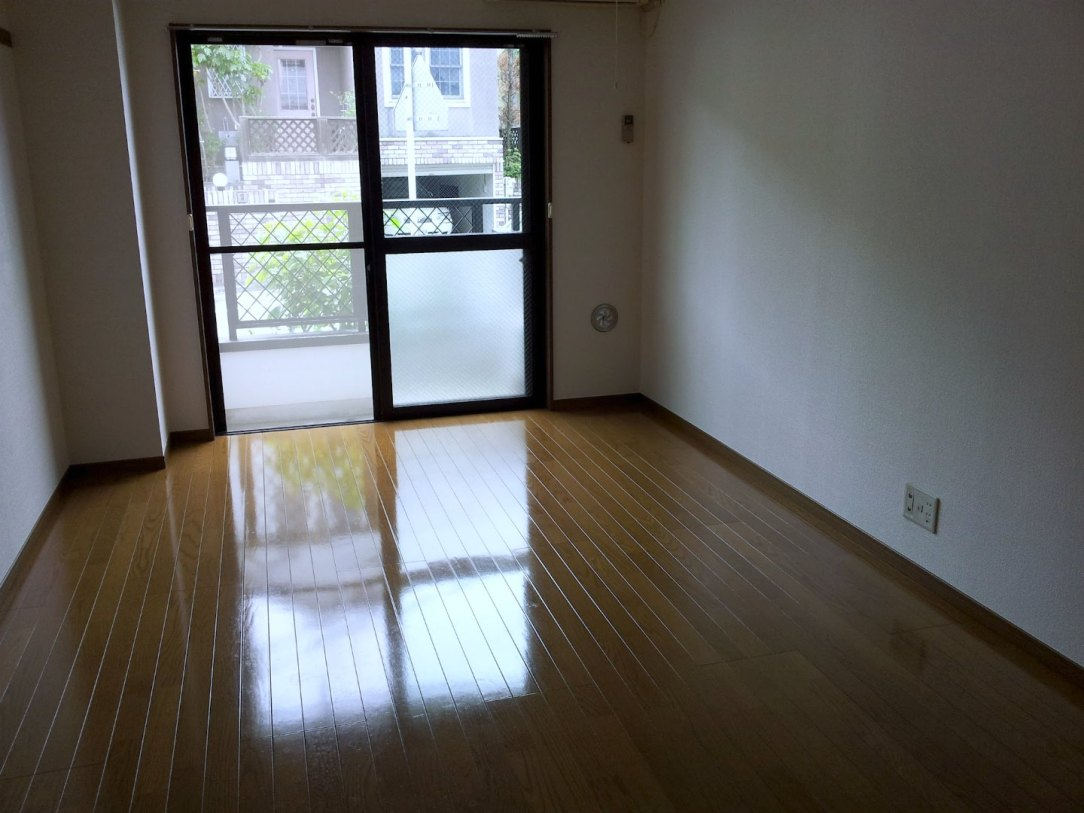 Apartments in Japan for Foreigners - Living Room