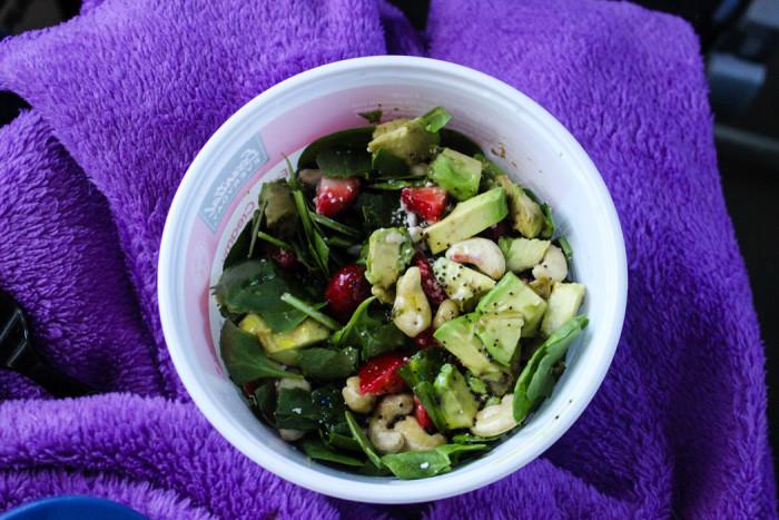 travelling salad avocado strawberries cashews