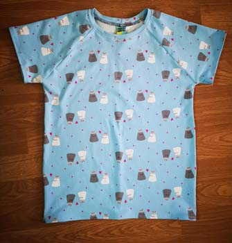 Blue child size T-shirt with salt and pepper pots