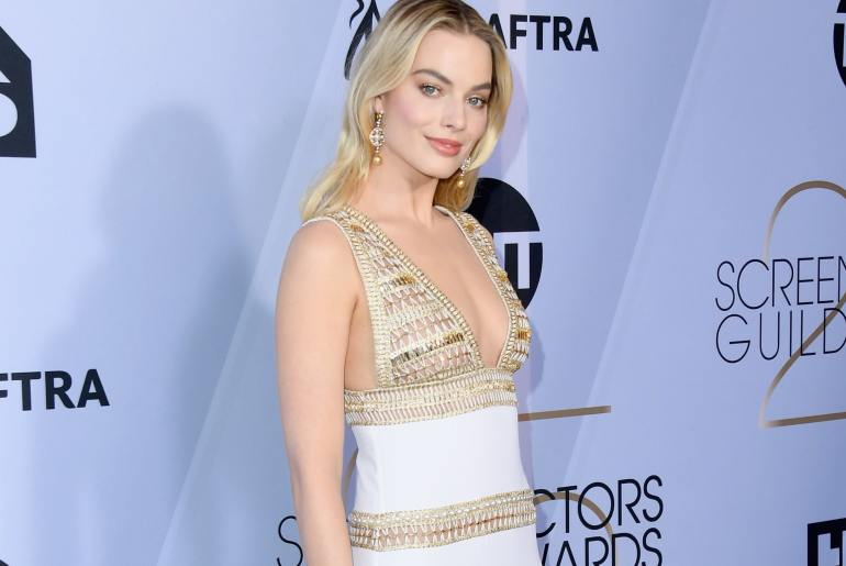 margot robbie chanel couture red carpet celebrities fashion style sag awards 2019