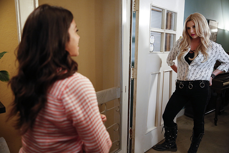 """Jane The Virgin -- """"Chapter Twenty-Four"""" -- Image Number: JAV202a_0278.jpg -- Pictured (L-R): Gina Rodriguez as Jane and Kesha as Annabelle -- Photo: Greg Gayne/The CW -- © 2015 The CW Network, LLC. All rights reserved."""