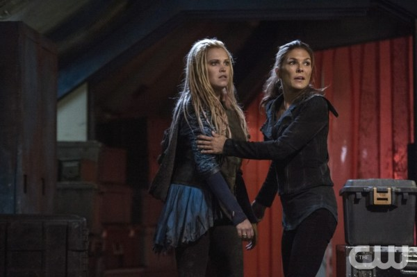 """The 100 -- """"Hakeldama"""" -- Image HU305b_0166 -- Pictured (L-R): Eliza Taylor as Clarke and Paige Turco as Abby -- Credit: Cate Cameron/The CW -- © 2016 The CW Network, LLC. All Rights Reserved"""
