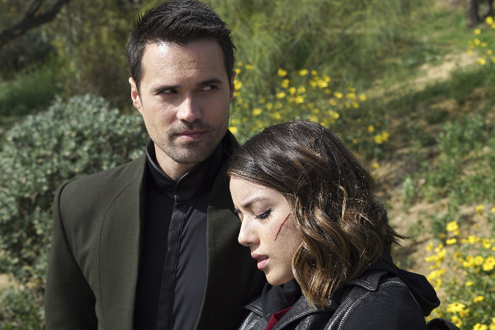 """MARVEL'S AGENTS OF S.H.I.E.L.D. - """"The Singularity"""" - The S.H.I.E.L.D. team is left reeling and decimated as Hive continues to sway Inhumans to his side. But there is a sliver of hope as Agents Fitz and Simmons follow a lead that may be able to stop the maniacal Inhuman once and for all, on """"Marvel's Agents of S.H.I.E.L.D.,"""" TUESDAY, APRIL 26 (9:00-10:00 p.m. EDT) on the ABC Television Network. (ABC/Eric McCandless) BRETT DALTON, CHLOE BENNET"""