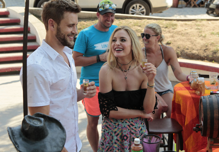 "BACHELOR IN PARADISE - ""Episode 302A"" - Nick and Leah on a underwhelming date. (ABC/Rick Rowell) NICK VIALL, LEAH BLOCK"