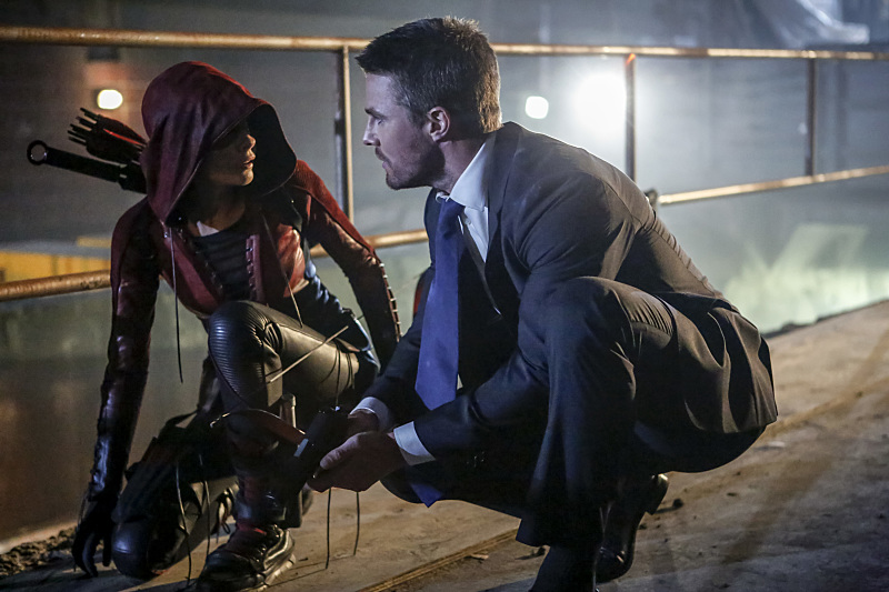 """Arrow -- """"Legacy"""" -- Image AR501c_0003b --- Pictured (L-R): Willa Holland as Speedy and Stephen Amell as Oliver Queen -- Photo: Bettina Strauss/The CW -- © 2016 The CW Network, LLC. All Rights Reserved."""