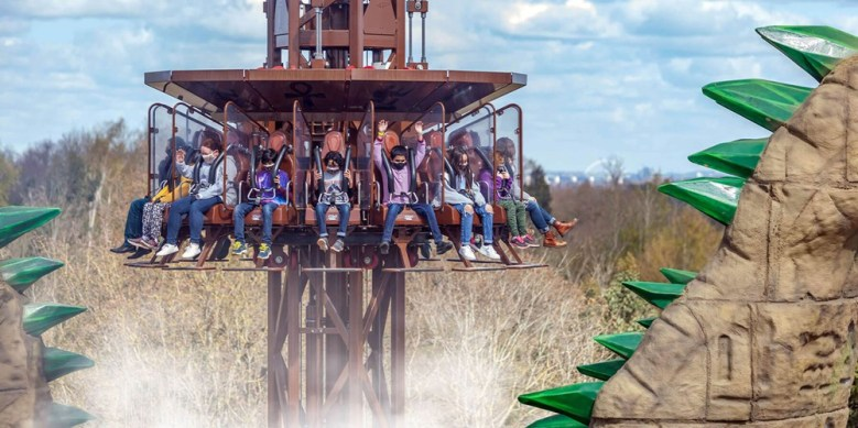 This image has an empty alt attribute; its file name is family-theme-park-ride.jpg