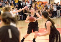 Thomaston's Emily Root (21) looks to pass to a teammate during their Berkshire League match up with Terryville Friday at Terryville High School. Jim Shannon Republican American