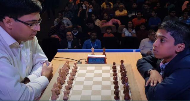Jugadores de ajedrez antes de los apuros de tiempo