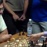 Anand jugando al ajedrez