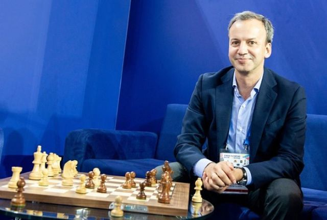 Presidente de la FIDE en el día mundial del ajedrez