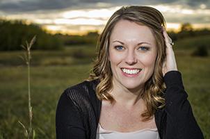 USA Today bestselling author Jennifer Snow