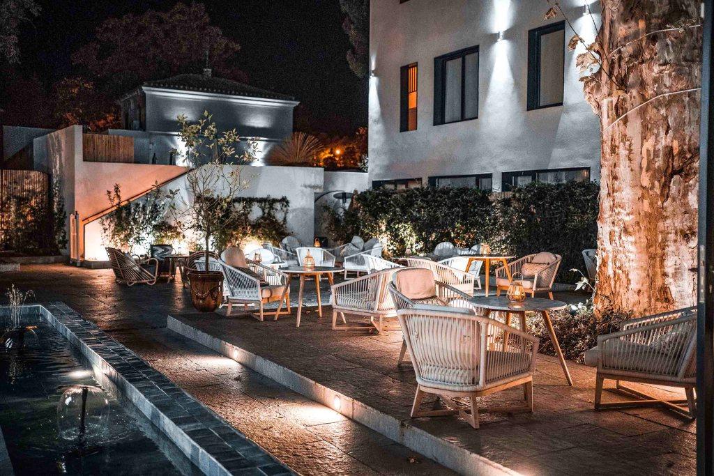 Terrasse et restaurant de l'hôtel