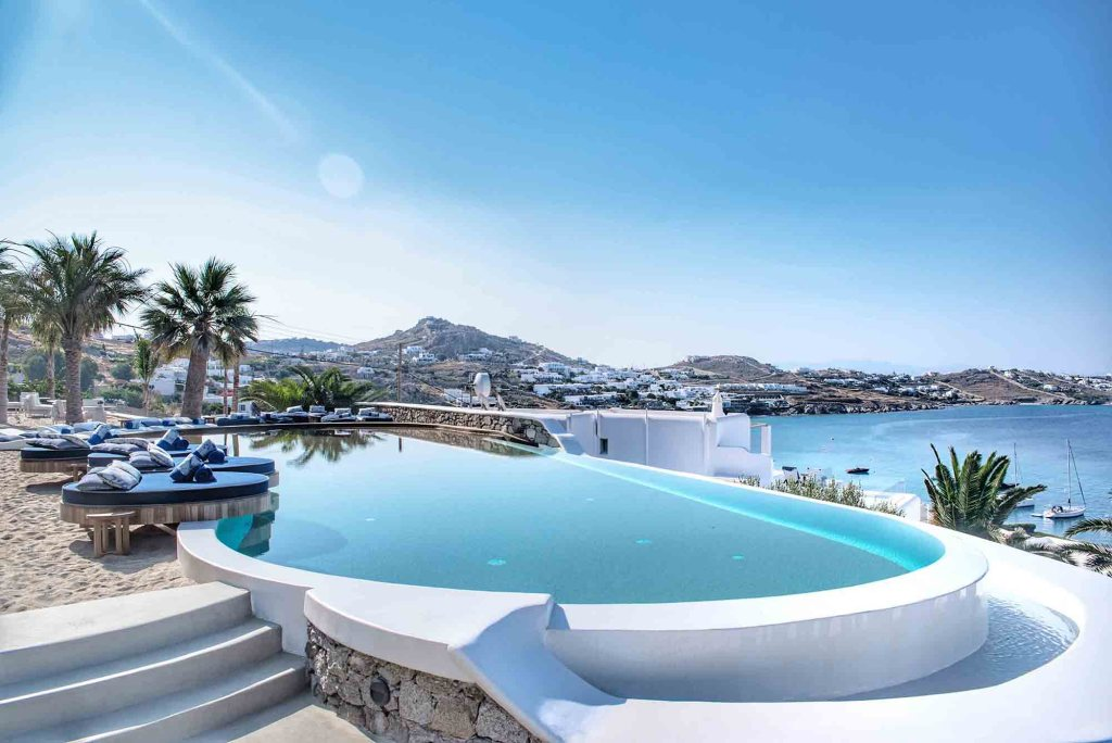 Katikies Hôtel Mykonos | Piscine du haut à débordement avec vue mer