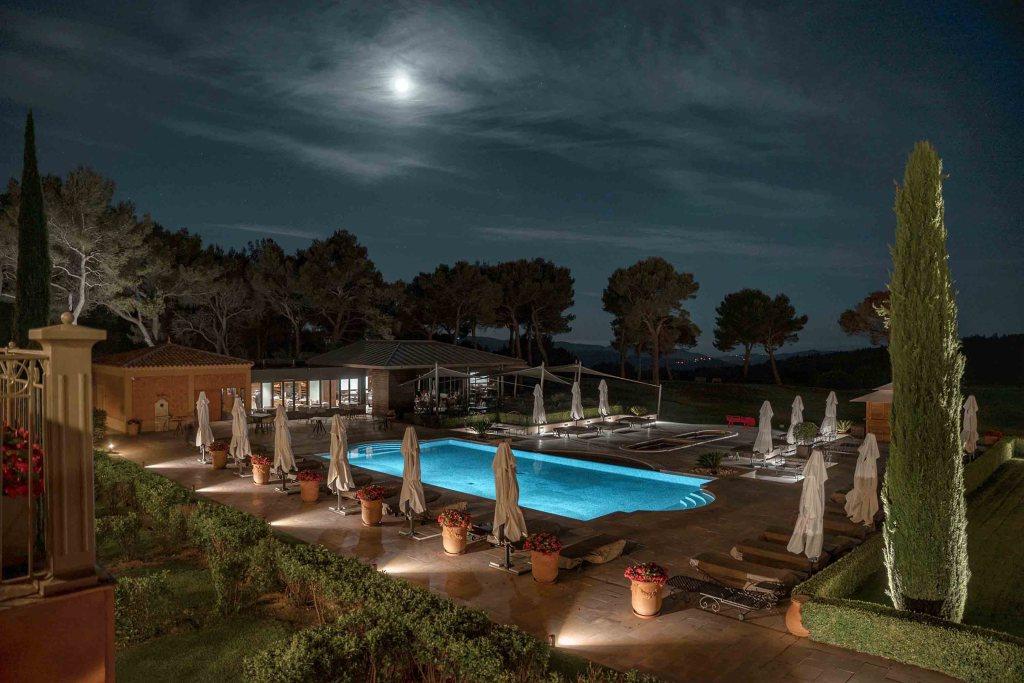 Hôtel SPA du Castellet - piscine de nuit