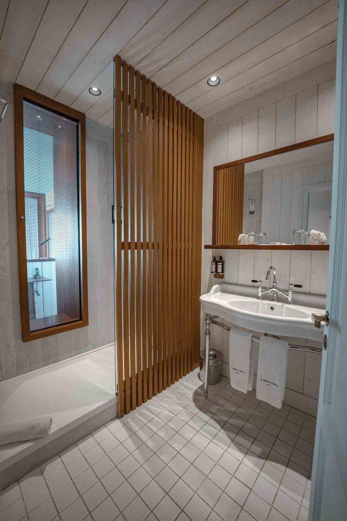 Salle de bain de la chambre