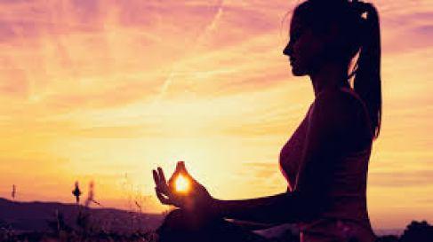 Tập trung vào hơi thở Khi tập yoga nâng cao