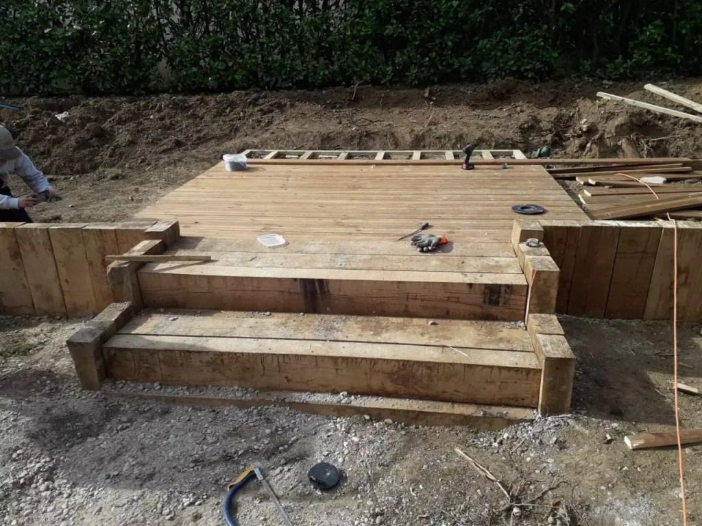Création des marches et de la terrasse en bois