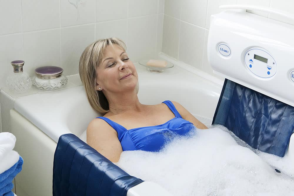 Relaxa Mobility new bath lift woman in bath