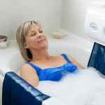 Relaxa Mobility new bath lift woman in bath