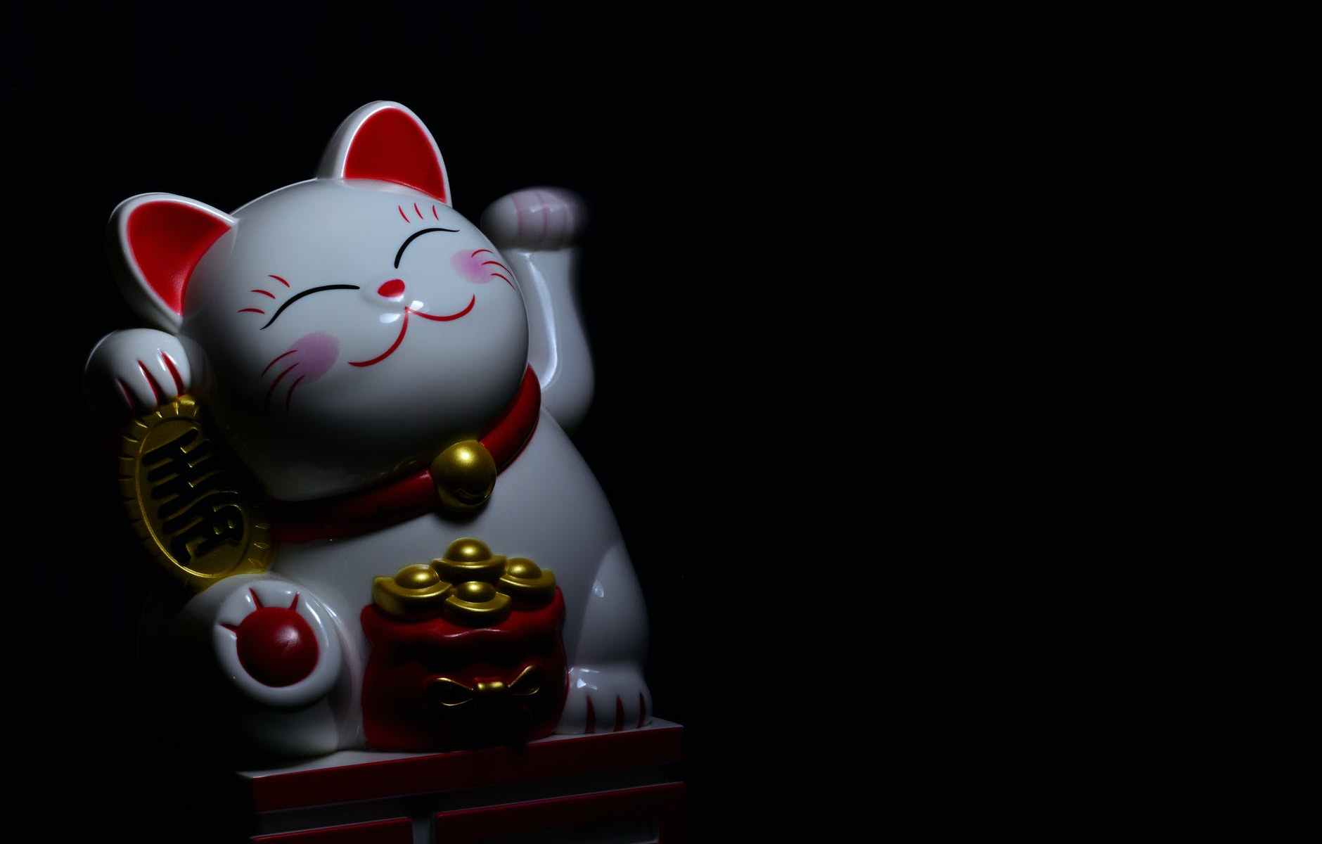 photo of maneki neko figurine