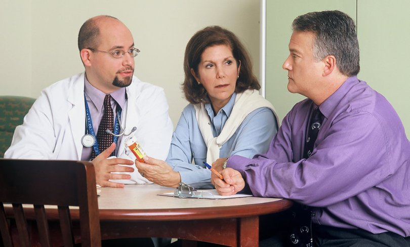 17329-a-doctor-and-couple-talking-pv