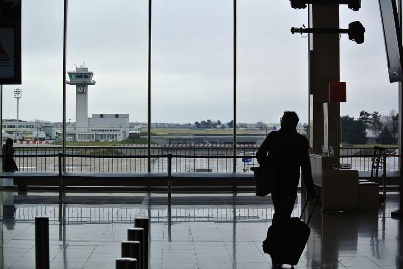 airport-994666_960_720