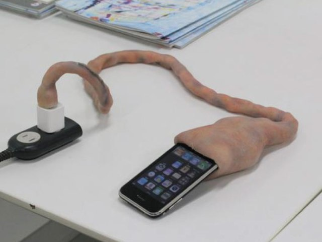Umbilical cord charging cable