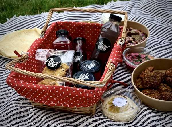posh picnic with a view in geneva