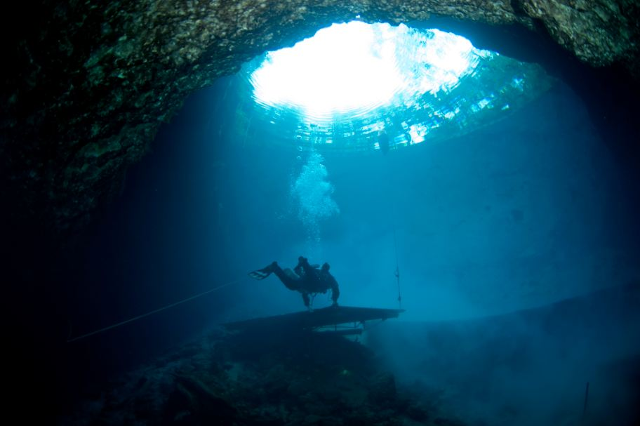 The Most Beautiful And Scariest Diving Area In The World
