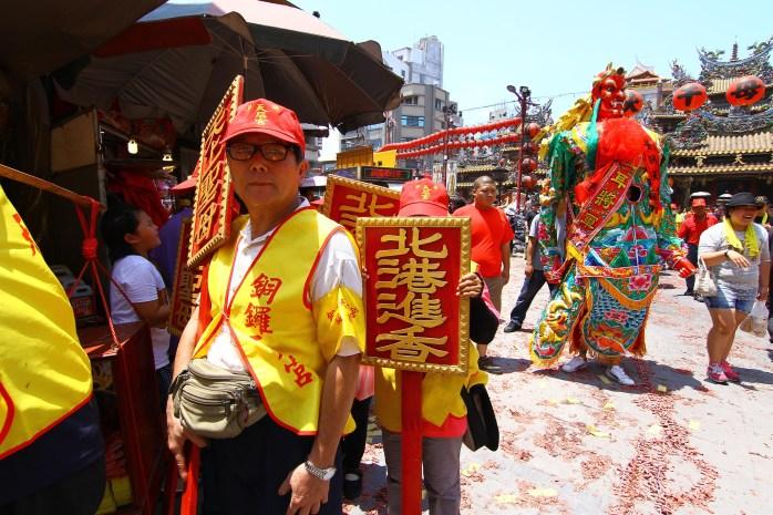 銅鑼天后宮北港進香執士牌。(黃偉強攝影提供)