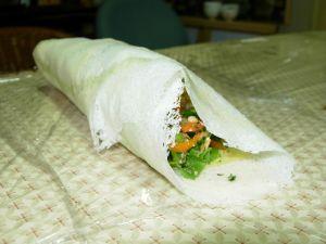 臺灣的清明節日飲食常見為潤餅,餡料充份運用了當季的各種花草菜蔬。