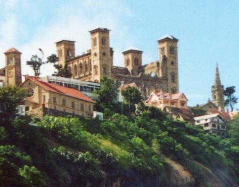 merina Rova_manjakamiadana_antananarivo_destruction_of_walls_1999