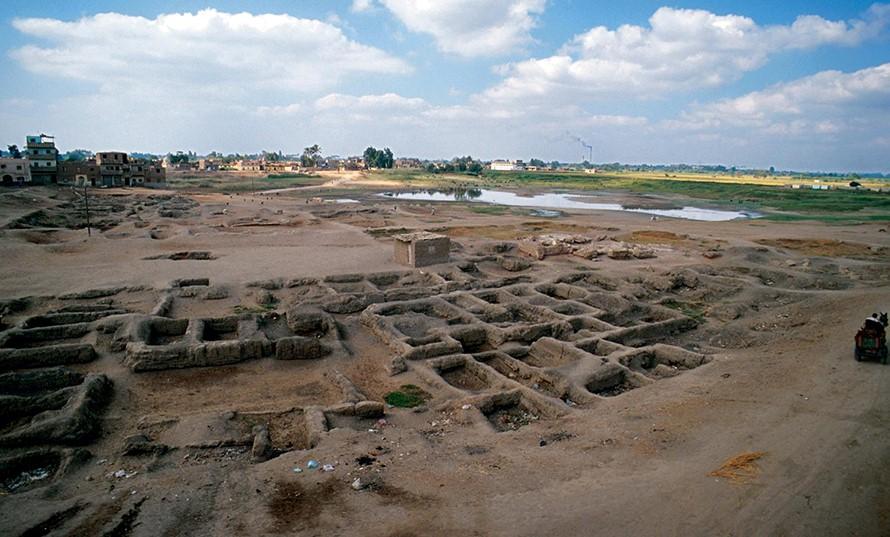 temple of sais pic 7 - excavated site