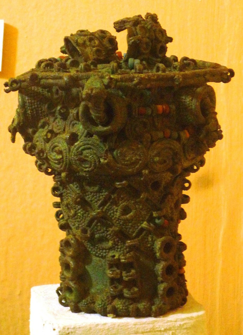 nri 1280px-Intricate_bronze_ceremonial_pot,_9th_century,_Igbo-Ukwu,_Nigeria