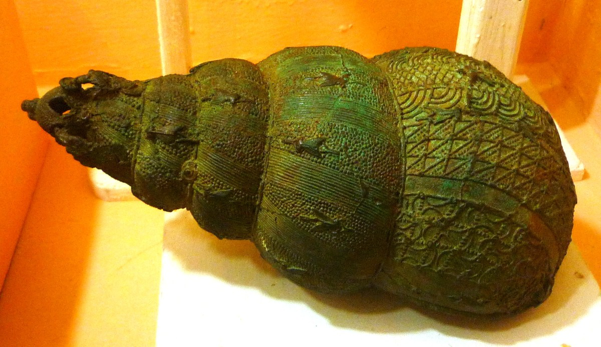 nri Nigerian National Museum Bronze_ceremonial_vessel_in_form_of_a_snail_shell,_9th_century,_Igbo-Ukwu,_Nigeria