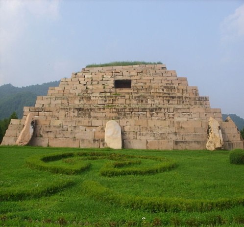 https://upload.wikimedia.org/wikipedia/commons/thumb/a/ad/Tomb_of_the_General_1.jpg/800px-Tomb_of_the_General_1.jpg