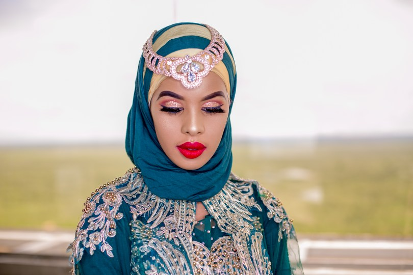 six landmarks of somalia - featured - somali woman