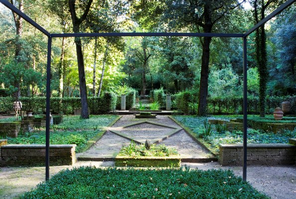 Il_Bosco_Della_Ragnaia_6-©-Charles-Hawes review by Rory Stuart, thinkingardens, good garden writing