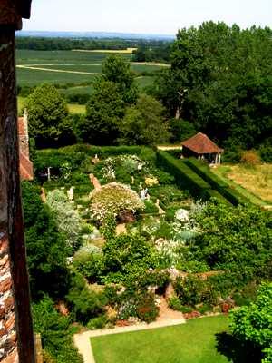Sissinghurst White Garden copyright Abbie Jury for thinkingardens, editor Anne Wareham, Veddw, South Wales garden