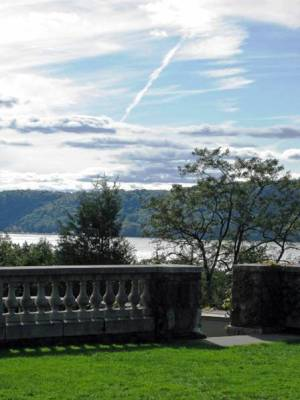 View of the Palisades from Wave Hill, copyright Susan Cohan for thinkingardens
