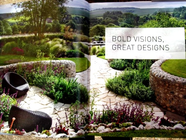 Curvy garden in Bold Visions chapter by Ian Kitson. My absolutely favourite garden in the book.