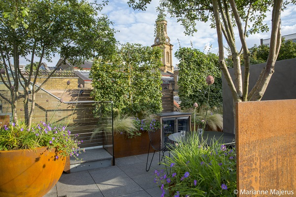 Winner-of-the-HARDSCAPE-AWARD-Andrew-Wilson-FSGD-and-Gavin-McWilliam-Notting-Hill-Terrace.jpg