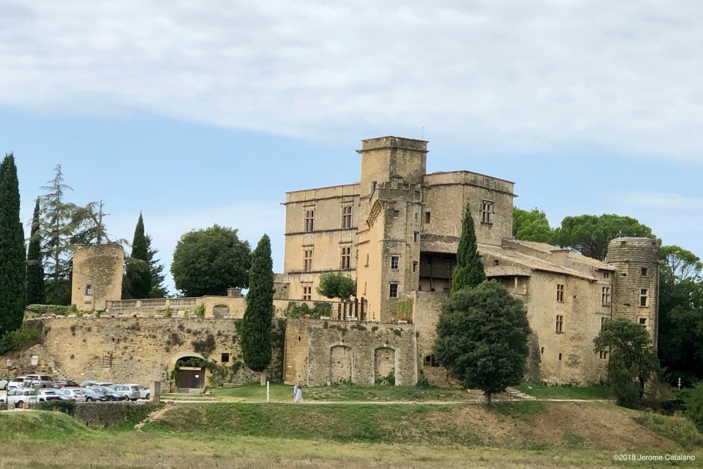 Villa Medici de Provence: the chateau in Lourmarin