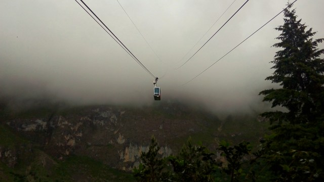 The cable car from Fuente De goes through the clouds