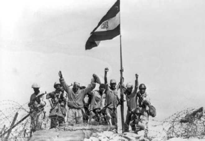 Egyptian Troops rising The Egyptian Flag on Sinai