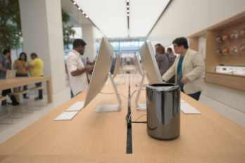Apple Store in Dubai's Mall of the Emirates9
