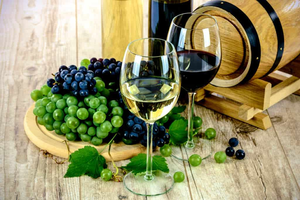 two types of wine 1761613 1920 result