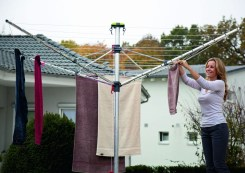 Vileda's market research has shown a strong tendency toward cleanliness and organisation amongst it's German customers. Users will often collapse their rotary clothes dryer and protect it with an aftermarket cover. Competitor products offer an integrated protective cover, Vileda aspired to match that functionality.