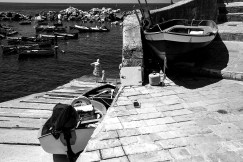 b&w - cinque terre, boats and girls